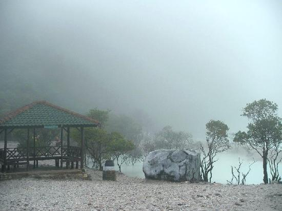 kabut pavilion kawah putih